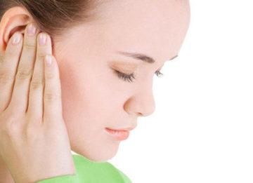 Почему ухо заложило и отчего в нем шумит?