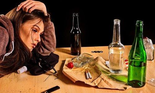 Лекарство нельзя принимать людям с алкогольной или наркотической зависимостью