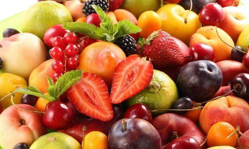 Чтобы прошла простуда на губах, быстрое лечение непременно должно в себя включать употребление соков свежих овощей и фруктов
