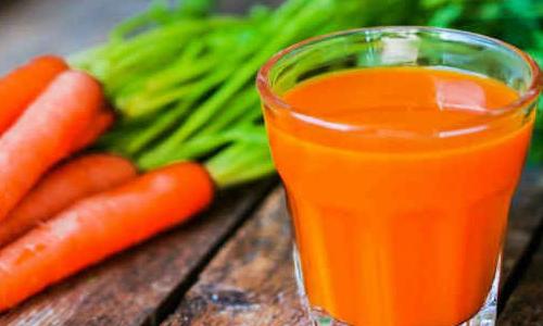 При стоматите самыми полезными считаются соки из моркови и капусты
