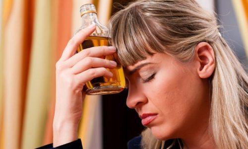 Увлечение алкогольными напитками может спровоцировать развитие геморроя