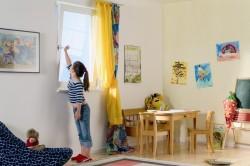 Проветривание комнаты для попадания свежего воздуха