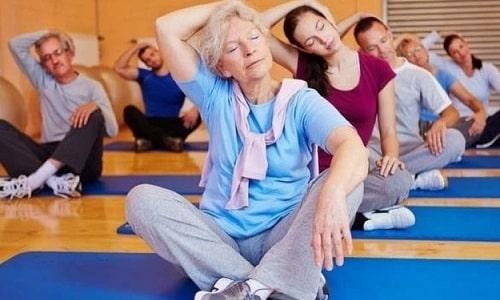 Лечение болезней щитовидной железы без оперативного вмешательства дополняется выполнением специальных упражнений