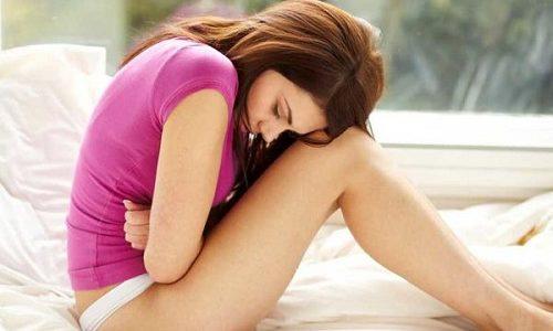 Герпес у беременных может вызвать различные осложнения. К примеру, самой распространенной патологией является замершая беременность